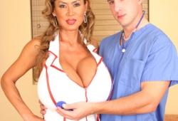 enfermera-tetona-02