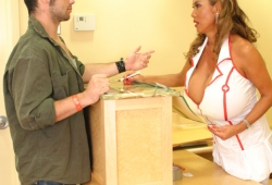 enfermera-tetona-05