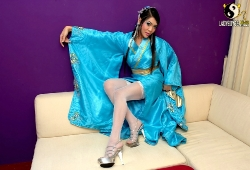 ladyboy-china-masturbandose-corriendose-008