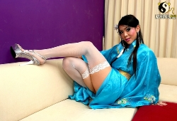 ladyboy-china-masturbandose-corriendose-010