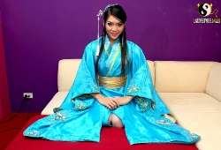 ladyboy-china-masturbandose-corriendose-011
