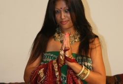 nude-indian-MILF-04